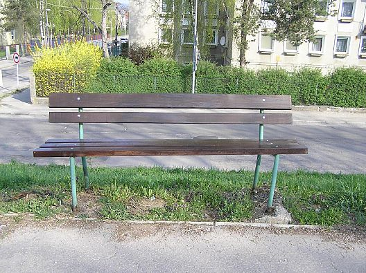 Jeden z vyriešených trenčianskych podnetov - nefunkčná lavička - stav po