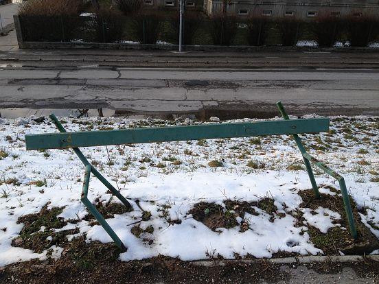 Jeden z vyriešených trenčianskych podnetov - nefunkčná lavička - stav pred